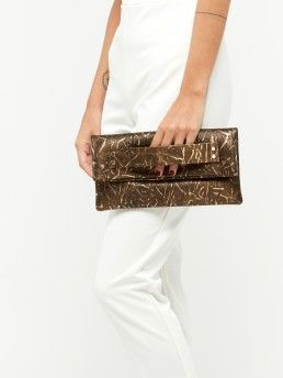 CLUTCH WITH FLAP-TOP CLOSURE