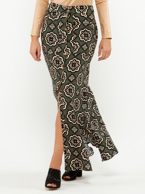 LONG SKIRT WITH A POCKET AND BUTTONS